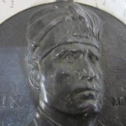 Placca in bronzo con discorso di Mussolini